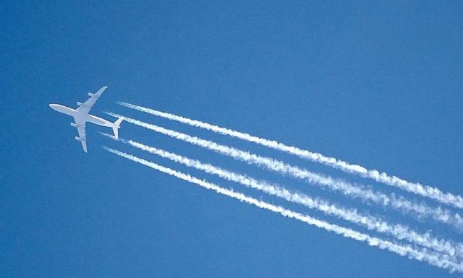 35296-scie-di-condensazione-di-un-aereo